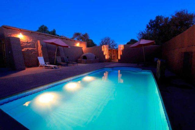 phoca_thumb_l_piscina-poblado-noche