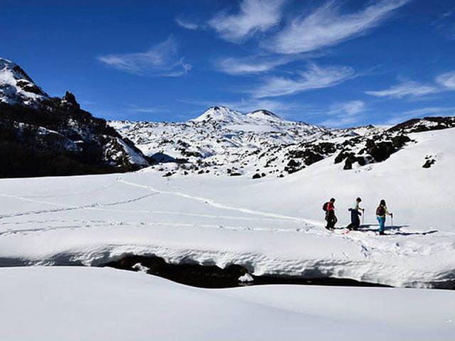 Caminatas-en-Raquetas-de-Nieve-por-el-valle-las-trancas