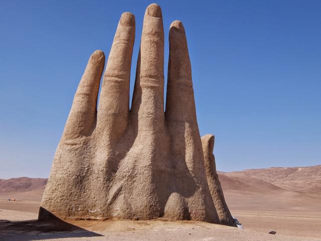 La escultural Mano en el Desierto – Qué Hacer en Chile